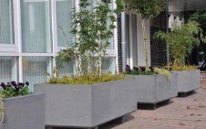Prachtige grijze betonnen plantenbakken. Foto: Plantenbakkenbeton.nl